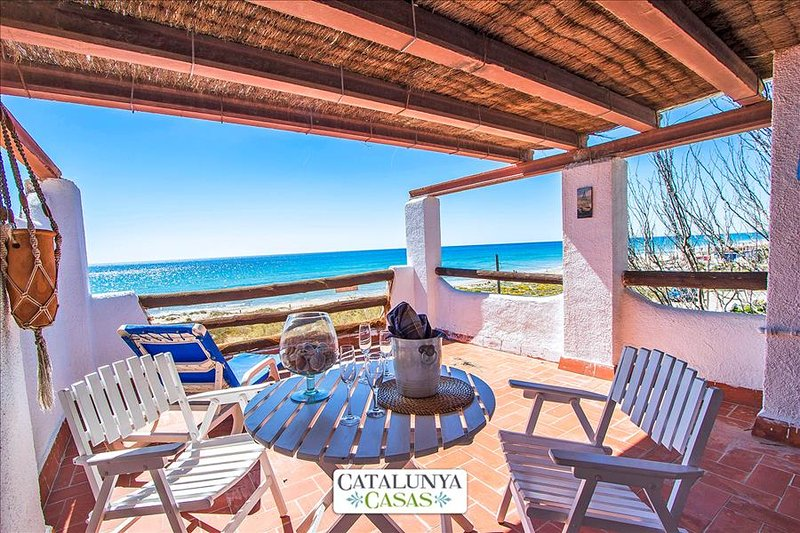 Glorious oceanfront house for 8 guests, overlooking the beaches of Costa Dorada! - Image 1 - Costa Dorada - rentals