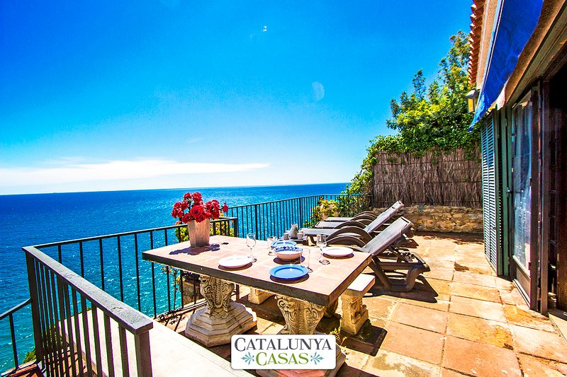 Mamma Mia oceanfront house in Calella for 7 people, on the beaches of Costa - Image 1 - Calella - rentals