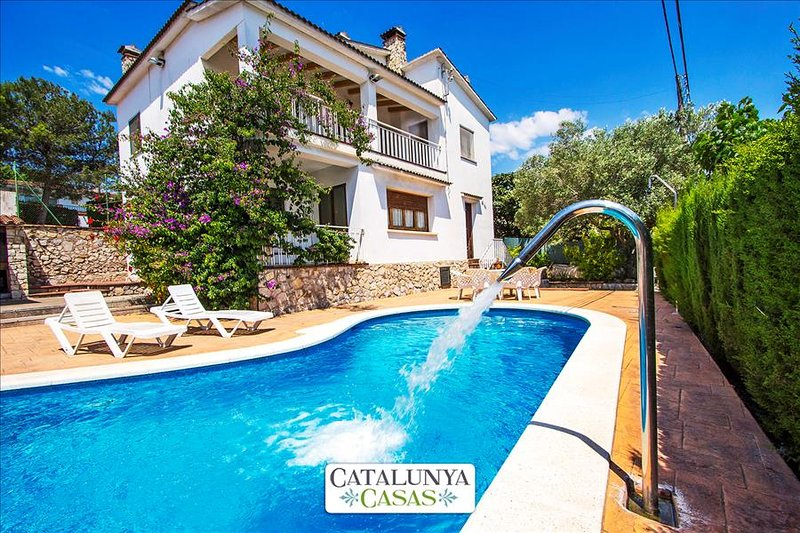 Villa Cal Vives for 12 guests, only 6km to the beaches of Costa Dorada! - Image 1 - Canyelles - rentals