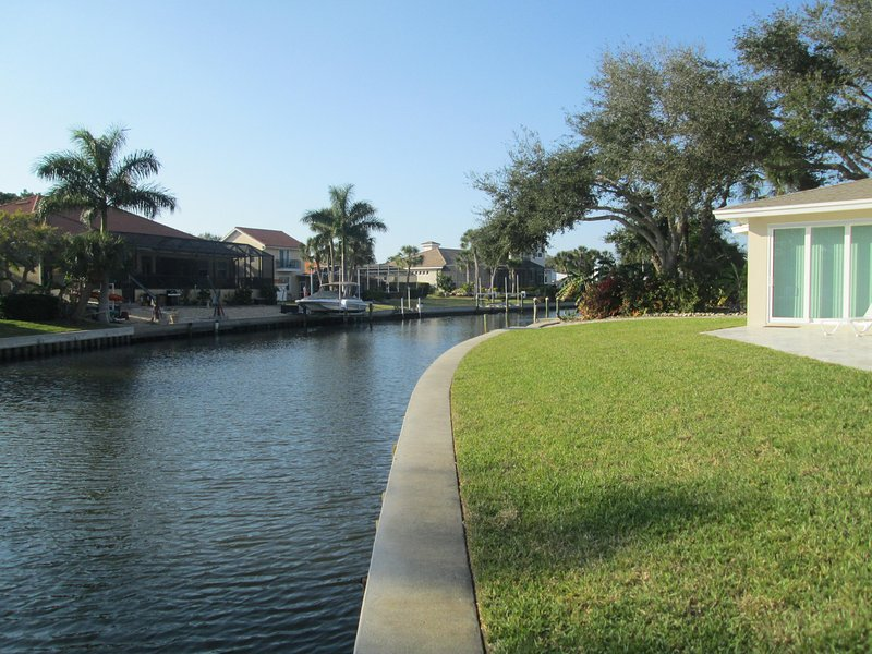 View up canal looking north. - 4 Bd Waterfront Home w/Pool, Close to Siesta Beach - Siesta Key - rentals