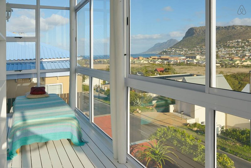 View from the enclosed balcony on top floor of house - Magic Maison Mosaic Villa with sea views - Fish Hoek - rentals