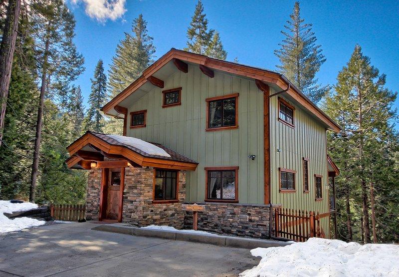 Two King Bedrooms, Two Baths, Inside Yosemite Gates - Image 1 - Yosemite National Park - rentals