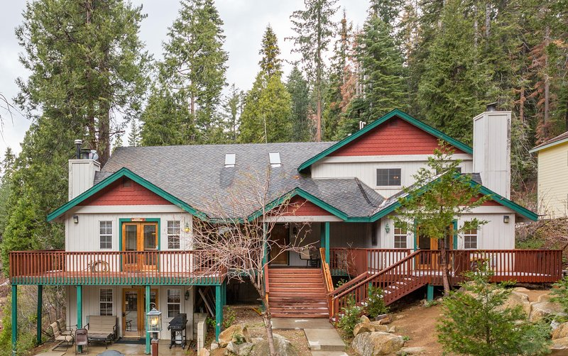 Grand Yosemite House - Free WIFI, Inside the Park! - Image 1 - Yosemite National Park - rentals