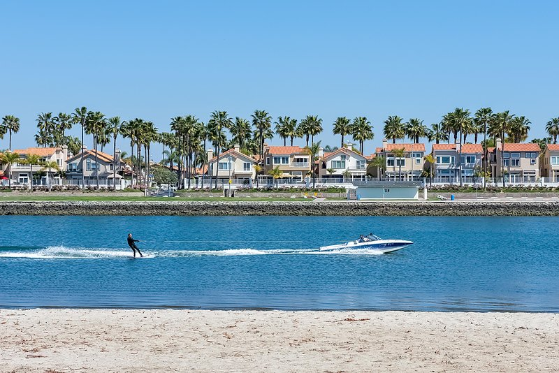 Welcome to Long Beach, a paradise for water sport lovers, shoppers, and adventurers of all kinds! - New! 3 bedroom with water views on the Alamitos Bay! - Long Beach - rentals