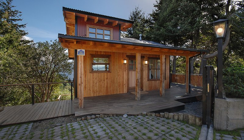 Front of house - Beautiful one bedroom home with amazing views of Lago Nahuel Huapi - San Carlos de Bariloche - rentals