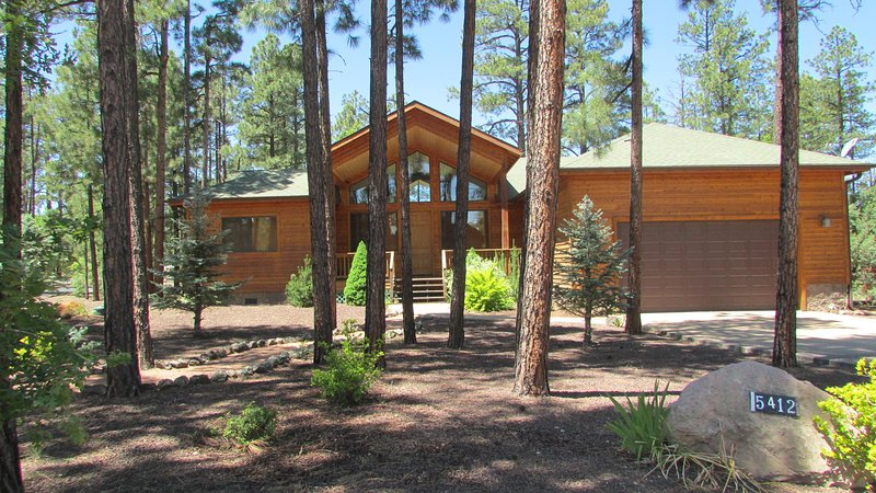 Beautiful gated community. Yard filled with pine trees. - This is the one! 3 bdrm near lakes & shopping. - Pinetop - rentals