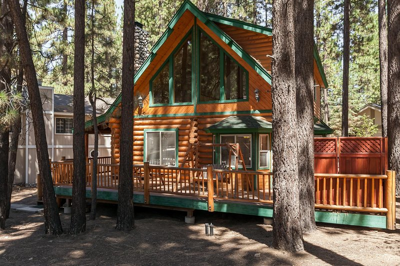 3 bedroom Modern Log Cabin. Pool Table, Spa, Steps to Snow Summit. Nice Street - Image 1 - Big Bear Lake - rentals