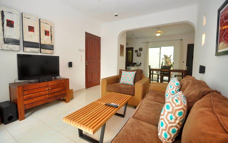 PK10 - Poolside 2 Bed 2 Bath with Pool - Image 1 - Playa del Carmen - rentals