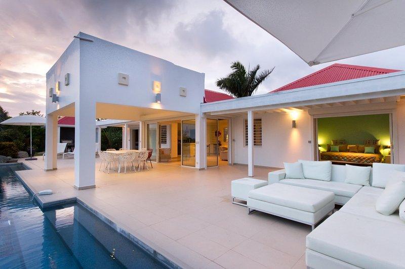 Contemporary an sleek - Image 1 - Terres Basses - rentals