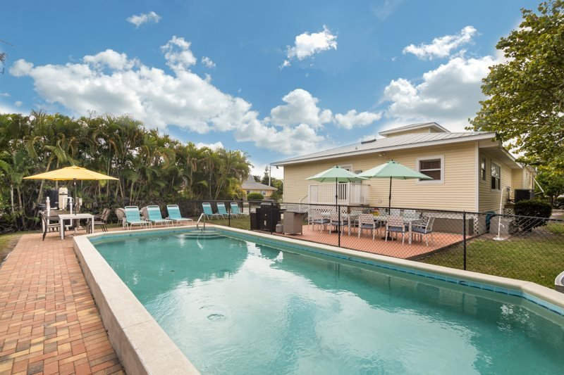 1/35: - Fantastic Renovated 6 Bedroom Vacation Home with Huge Private Pool - Sun Villa - Fort Myers Beach - rentals