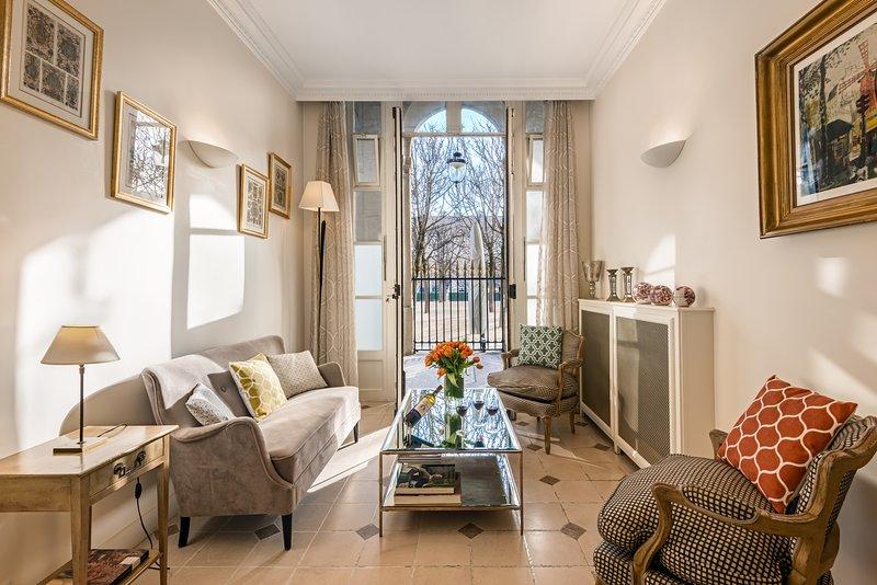 Living room view five - Louvre / Palais Royal Garden Two Bedroom Triplex - Paris - rentals