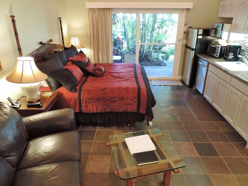 Cozy studio with king bed, TV, love seat kitchen, private lanai, bbq - A/C+king bed+jacuzzi tub+kitchen+HDTV-Walk 2 Beach - Koloa - rentals