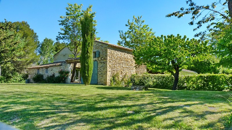 Provence Villa with a Private Pool, Fireplace, and Balcony - Image 1 - Villedieu - rentals