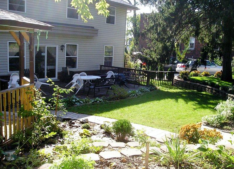Garden, Deck, Gazebo - NO NAME SUITE (2 bed rooms for the price of 1) at Susan´s - Niagara Falls - rentals