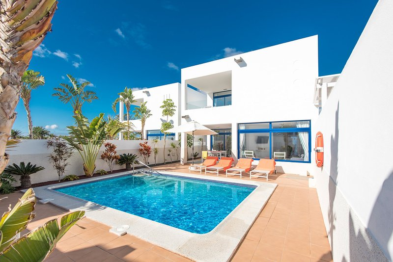 Swimming Pool With Sun Loungers - Villa Marina Dos - Spain - rentals
