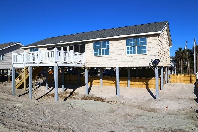 "122 Palmetto Blvd - ""Our Place"" - Image 1 - Edisto Beach - rentals"