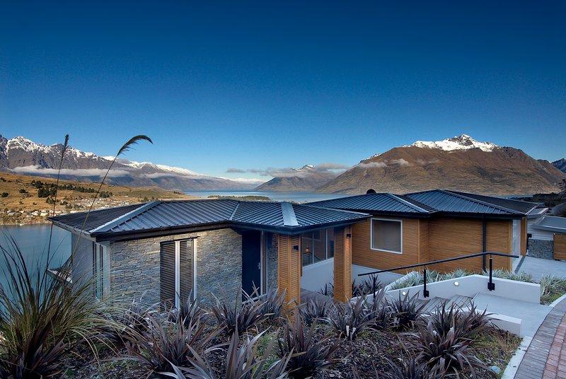 Luxury Accommodation in Queenstown at Bel Lago - fantastic hillside location - Bel Lago luxury villa in Queenstown New Zealand - Queenstown - rentals