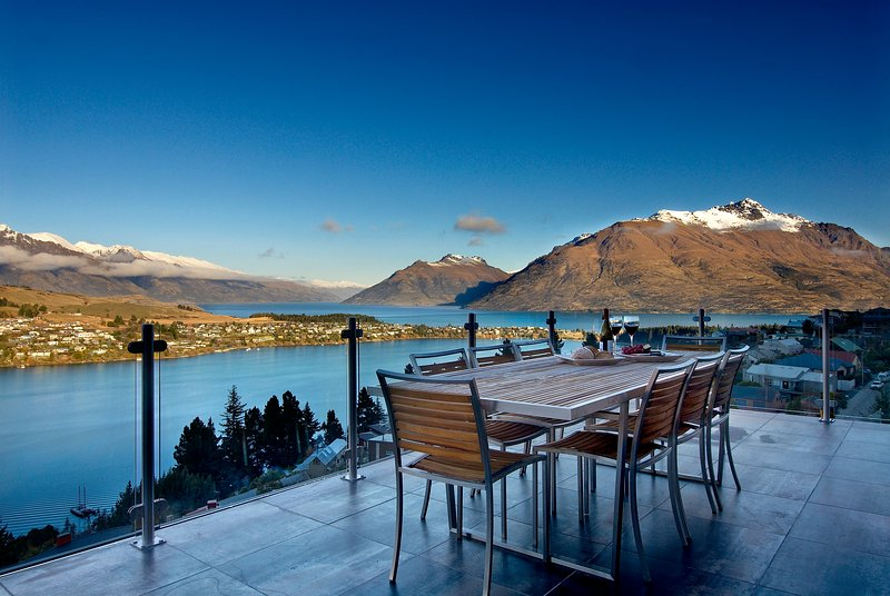 outdoor dining and entertaining with panoramic lake views - Bel Lago luxury villa - 4 bedrooms all with incredible lake views - Queenstown - rentals
