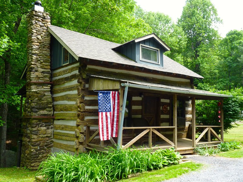 This Beautiful Log Cabin can be Yours for the Week! - Civil War Cabin Built by Confederate Soldier in Blue Ridge Mountains - Charlottesville - rentals