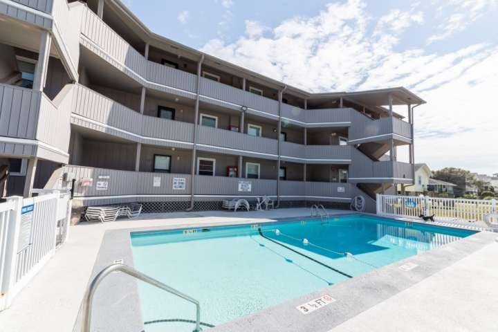 Pelican Pass is a small building with a large pool. - Pelican Pass pleasure - Surfside Beach - rentals