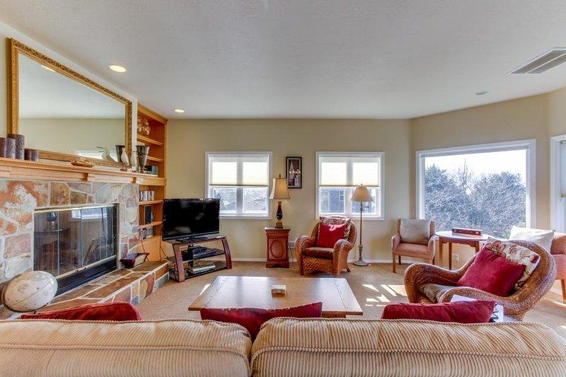Spacious dog-friendly home, beautiful views, walk to Tolovana Beach! - Image 1 - Cannon Beach - rentals