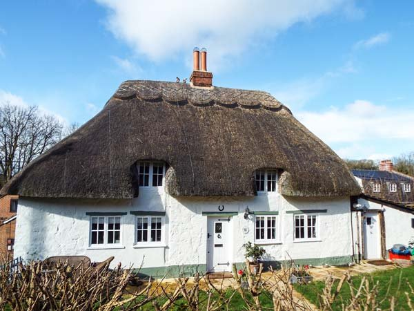 BOX HEDGE COTTAGE, Grade II listed thatched cottage, enclosed garden, Marlborough, Ref 923480 - Image 1 - Marlborough - rentals