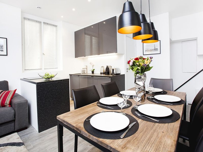 WEST END*LARGE*3bed2bath*QUIET*FANTASTIC*VIEW*TUBE*COVENT GARDEN*DISCOUNT*FAMILY - Image 1 - London - rentals