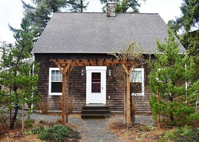 BELLA MAR~Elegant two story home next to Neahlem State Park - Image 1 - Manzanita - rentals