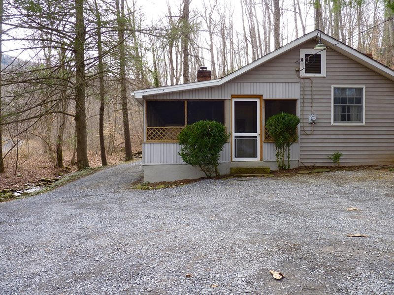 This Secluded 2BR is Right On the Creek! - Secluded 2BR Pet-Friendly Cabin on Mountain Stream-Screen Porch - Wintergreen - rentals