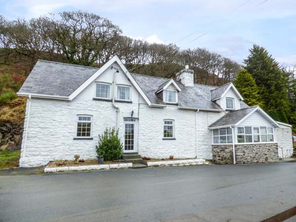 TANYRALLT FARM, woodburner, WiFi, parking, quaint country location, Llanafan - Image 1 - Llangammarch Wells - rentals