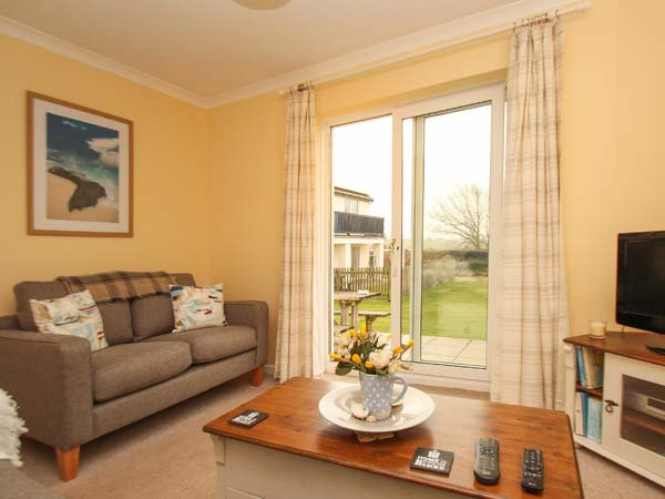 SEA AYR, cosy and bright ground floor apartment, parking, private patio, shared - Image 1 - Bude - rentals