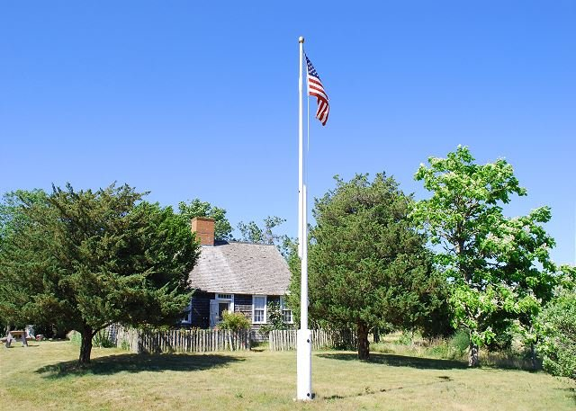 CLASSIC VINEYARD CAPE WITH GLORIOUS BEACH - Image 1 - Chappaquiddick - rentals