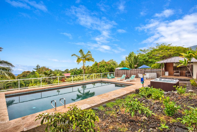 Enjoy amazing views poolside or while sitting in your private hot. - Amazing Views, Private Pool & Hot Tub  Only 5 Minute Drive to Swim with Dolphins - Captain Cook - rentals