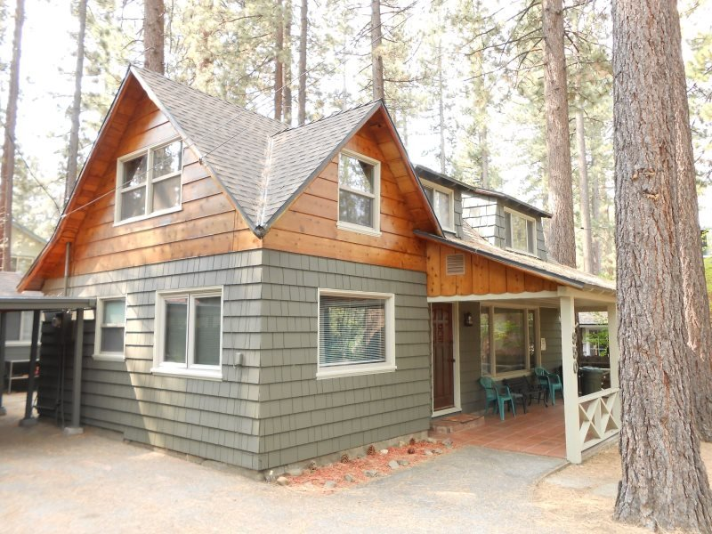 V52-Across the street from the lake! Close to public beaches, bike trails, walk - Image 1 - South Lake Tahoe - rentals
