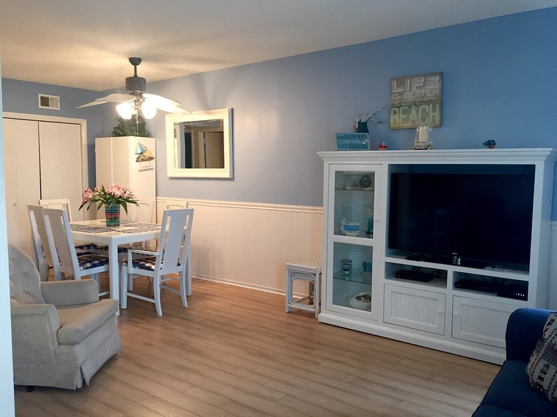 Condo on beach block w/ pool - E. 3rd Ave Wildwood - Image 1 - North Wildwood - rentals