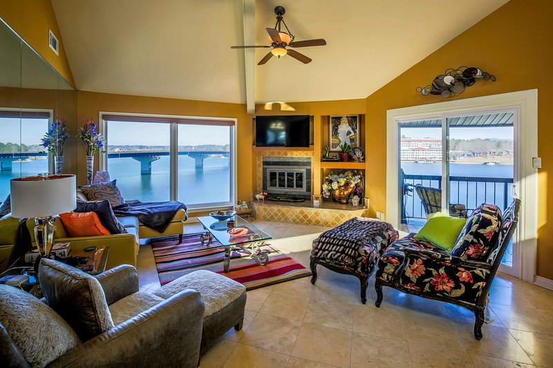 Convenient 7S location and right in the mix with great lake views. - STONERIDGE CONDO... Luxury Gated lakefront condo complex, WIFI, No stairs, - Hot Springs - rentals