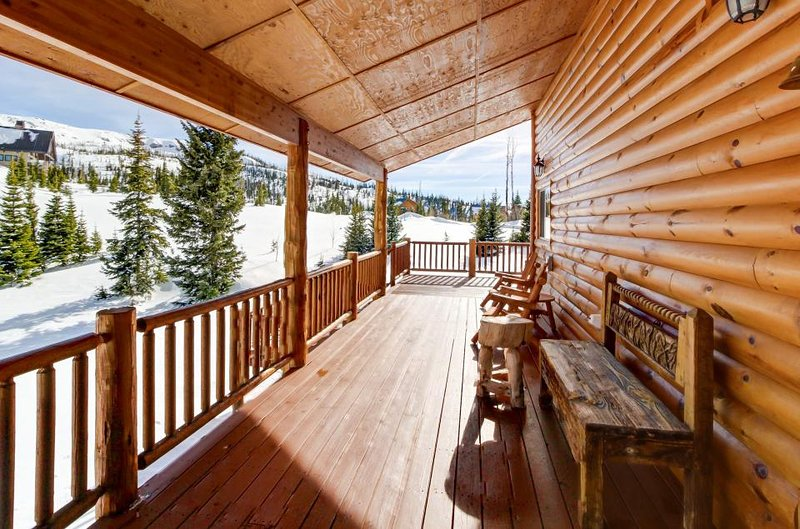 Sunny cabin close to skiing w/ wrap-around deck & entertainment! - Image 1 - Brian Head - rentals