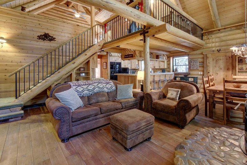 Natural log cabin w/guest house & game room, perfect for family vacations! - Image 1 - Idyllwild - rentals