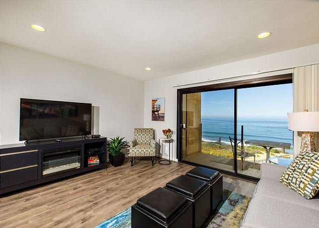 Oceanfront view in complex with swimming pool and tennis courts - Image 1 - Solana Beach - rentals