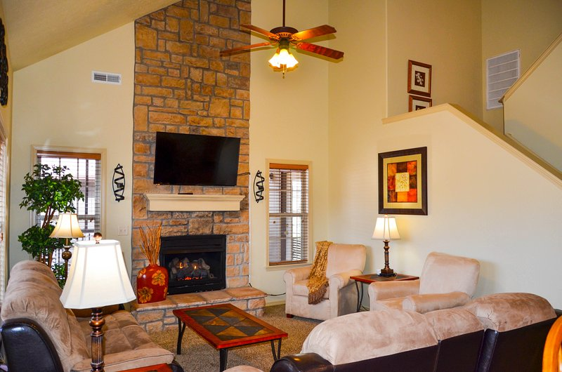 Great room with gas fireplace - Easy Elderly Access, Close to SDC and Strip - Branson - rentals