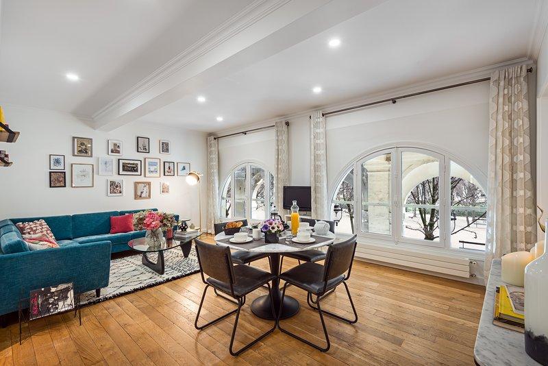 Living room view one - Louvre / Palais Royal Elegant Two Bedroom - Paris - rentals