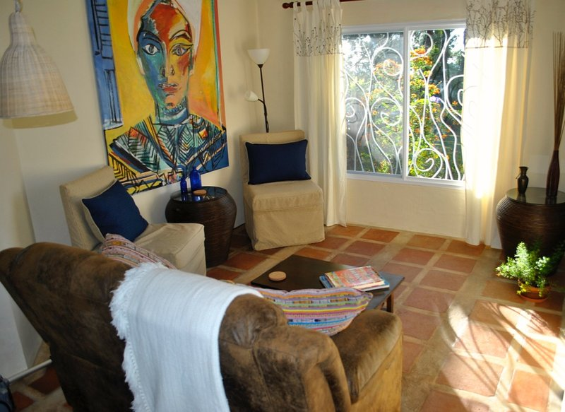 Living Room with view out over gardens. - Reduced - 5 mins. to Town, Rural, Quiet, Safe. The Trillium - Artsy and Comfy. - Boquete - rentals