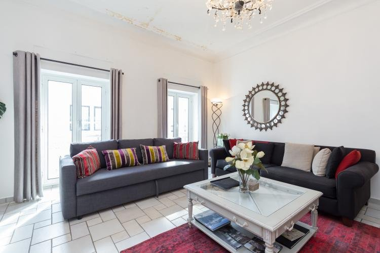Spacious 3 Bedroom Palais Napoleon Apartment with a Balcony - Image 1 - Cannes - rentals