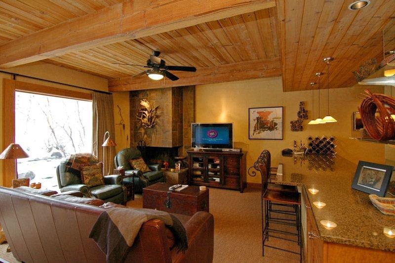 living-2.jpg - Chateau Roaring Fork Unit 21 - Aspen - rentals