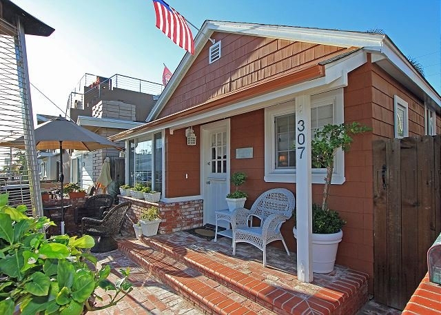 Updated Front & Back Cottages! Patio, Courtyard, Walk to the Beach (68265) - Image 1 - Newport Beach - rentals