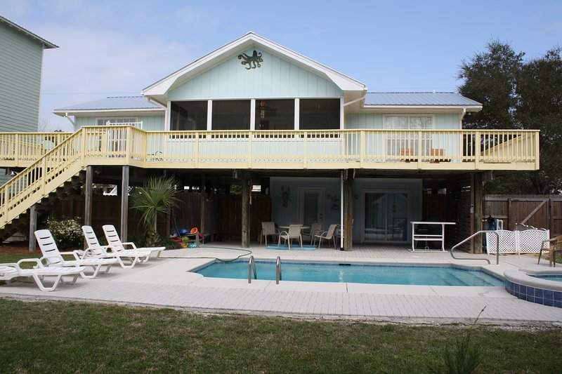 Seasons in the Sun has a large back yard with private pool and hot tub - Large Home with Private Pool Bikes Included - Santa Rosa Beach - rentals