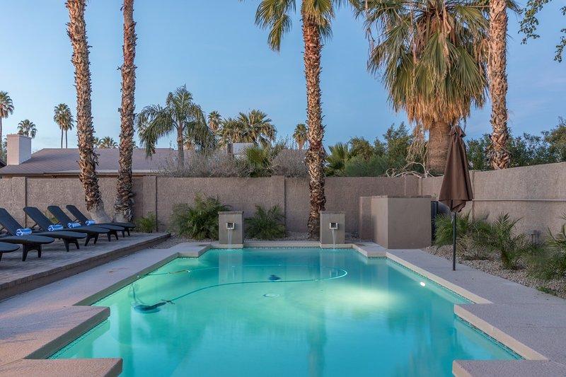 Scottsdale Luxury Estate - 12 Beds/Sleeps 20- Pool/Spa/Putt/Bocci/Pool Table - Image 1 - Scottsdale - rentals