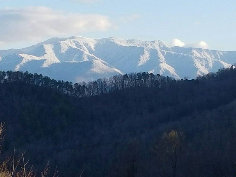 Enjoy The View !! - MOUNTAIN SERENITY Enjoy the View, Fire Pit & Hot Tub Mar & Apr ONLY  $150/nt!! - Gatlinburg - rentals