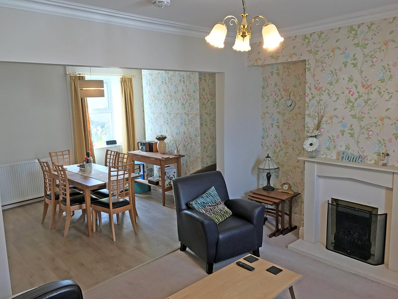 large modern lounge and dining area .flat screen tv .stereo WIFI . walking books available and maps  - Bank House Ingleton. Luxury holiday cottage  newly refurbished 2017. - Ingleton - rentals