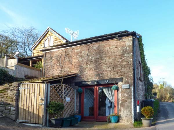 PADDOCK HOUSE, hot tub, WiFi, pets welcome, romantic retreat in Blakeney, Ref - Image 1 - Blakeney - rentals
